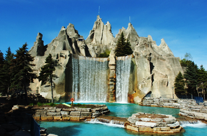 Picture source: http://images.forbestraveler.com/media/photos/inspirations/luxury/amusement-parks-01-g.jpg